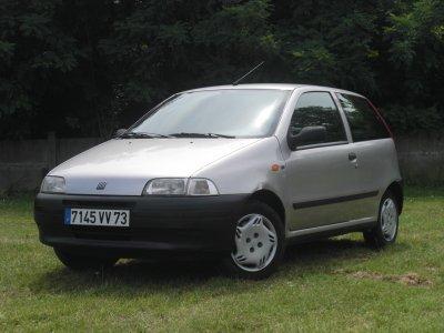 Tres belle fiat punto an 1999 1 2 l ess 4 cv class auto 69 for Fiat punto 1 interieur