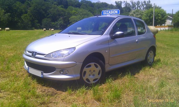 tres belle peugeot 206 hdi 1 4l 70cv et 4cv an 12 2006 115000kms pack clim vendu le 01 08 2012. Black Bedroom Furniture Sets. Home Design Ideas
