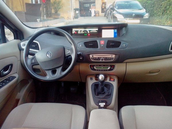 grand renault scenic 1 5l dci 110 carminat tomtom 7 place. Black Bedroom Furniture Sets. Home Design Ideas