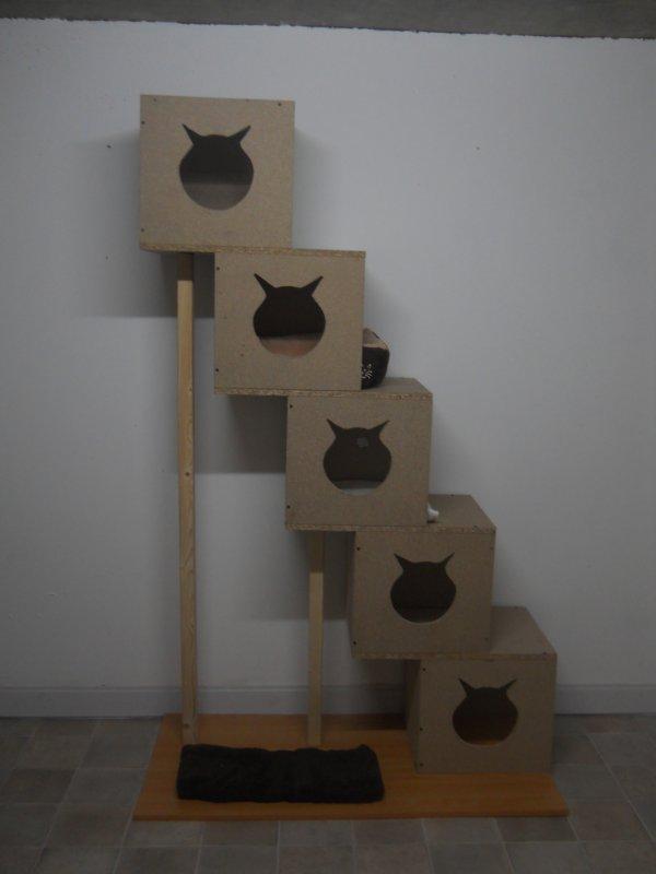 voici mon nouvel arbre à chats fait maison en bois ...