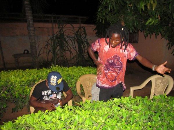 la remise de l'attestation de fin de stage au Togo à lina : la soirée européenne