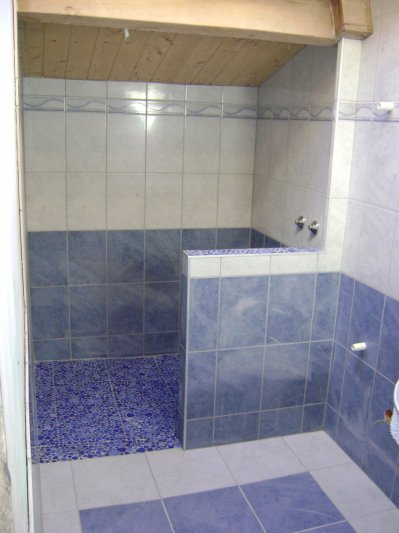 Salle de bain avec bac douche l 39 italienne galet for Photo douche italienne galet