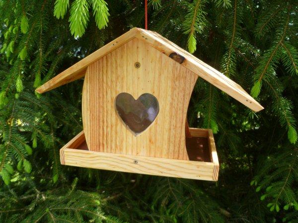 fabriquer mangeoire pour oiseaux en bois. Black Bedroom Furniture Sets. Home Design Ideas