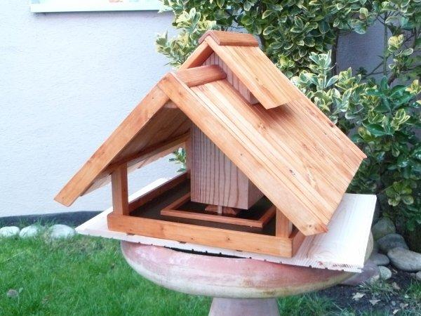 mangeoire pour oiseaux janvier 2012 blog de passion bois. Black Bedroom Furniture Sets. Home Design Ideas