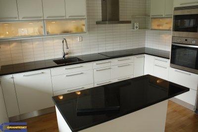 plan de travail et lot en noir absolu poli granitset. Black Bedroom Furniture Sets. Home Design Ideas