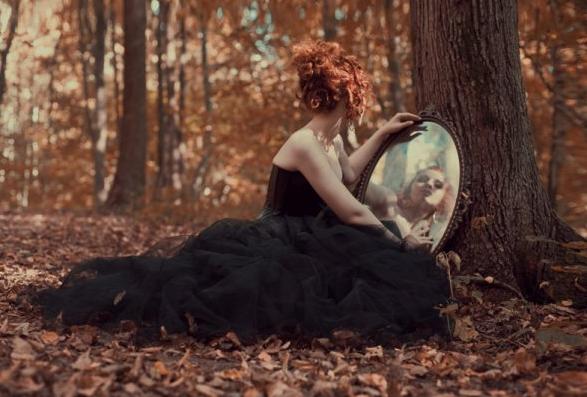 Le miroir for Je me regarde dans le miroir
