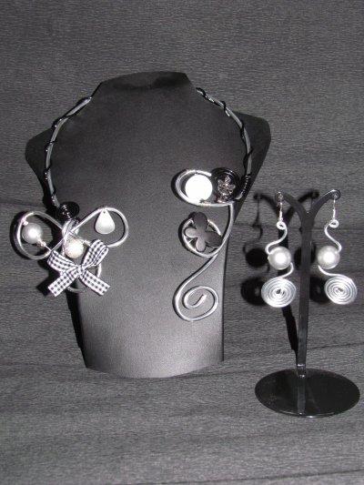 *** parure fantaisie collier + BO en fil d'aluminium ***