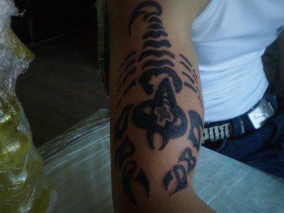 camouflage d un vieux  tattoo sur cedric