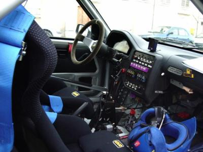 L 39 interieur d 39 une peugeot 106 maxi rallye men for Interieur 106