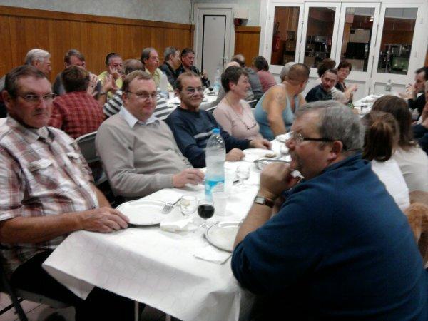 les membres du canari club au repas du jugement