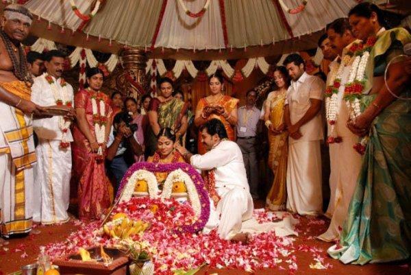 KARTHI'S NEW BORN BABY GIRL NAMED AS ''UMAYAAL ...  Actor Karthi Daughter Umayaal Photos