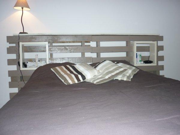 t te de lit palettes avec cubes de rangements servant de. Black Bedroom Furniture Sets. Home Design Ideas