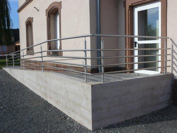Garde corps inox pour rampe d 39 acc s handicap metallerie for Rampe d acces handicape