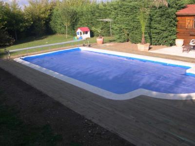 le tour de la piscine en bois est termin travaux de ma piscine. Black Bedroom Furniture Sets. Home Design Ideas