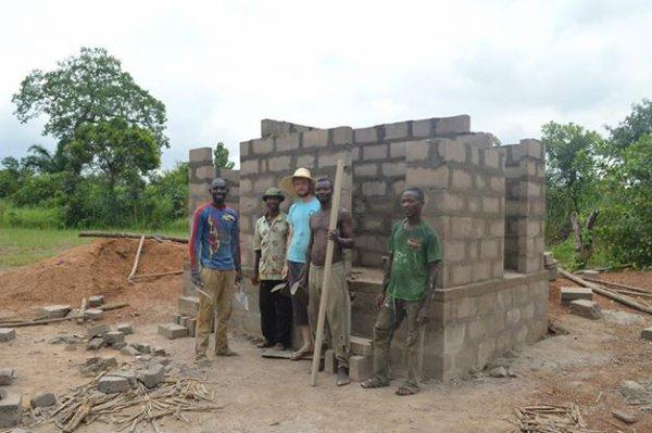 Chantier constrcution de latrines