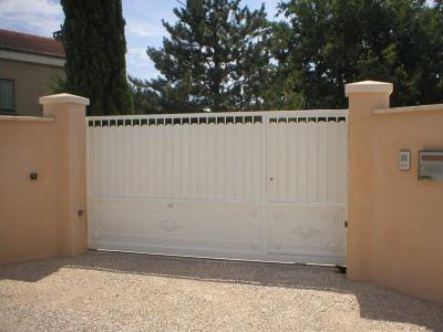 Portail coulissant avec portillon tortorello entreprise for Portail coulissant 4m avec portillon