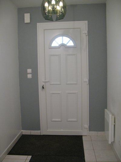 Le couloir notre petit bonheur notre maison extraco for Couloir gris et blanc