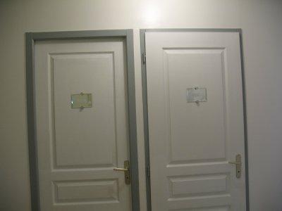 Le couloir notre petit bonheur notre maison extraco for Couleur porte et encadrement