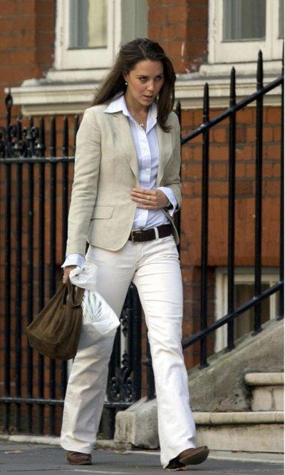 Kate Goes Shopping On A London Bus 27 September 2005