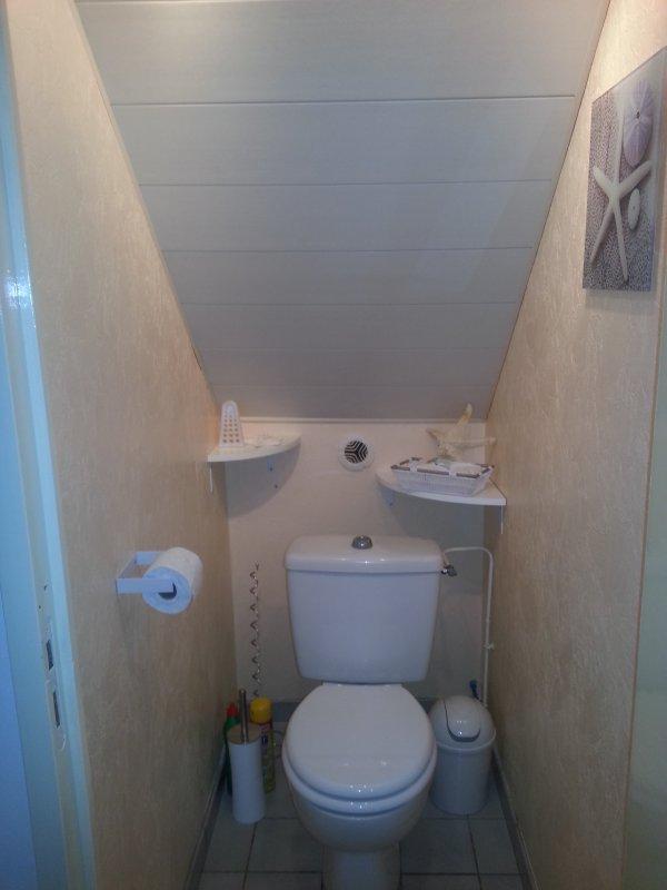 Wc rez de chaussee sous escalier maison houx 28130 - Habillage sous escalier ...