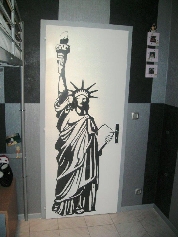 statue de la libert dessin sur mur donne vie a votre imagination. Black Bedroom Furniture Sets. Home Design Ideas