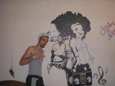Voici un graffiti sur un des mur de ma chambre blog for Dessin geometrique sur mur