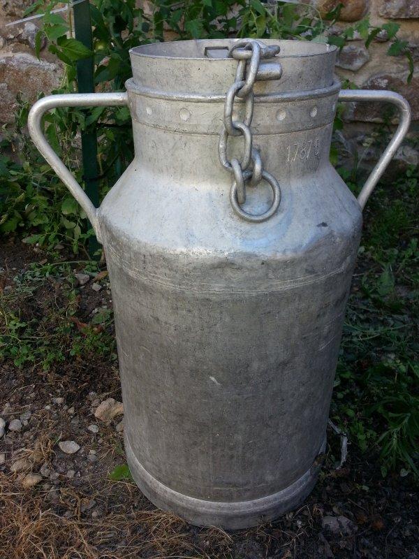 un bidon de lait tr s ancien et rare en contenance 35 litres blog de viande28. Black Bedroom Furniture Sets. Home Design Ideas