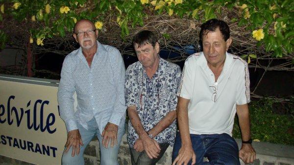 MADAGASCAR - DIEGO-SUAREZ - AVEC MES POTES - JEAN CLAUDE, MARGOT, BERNARD - (F�vrier 2011)
