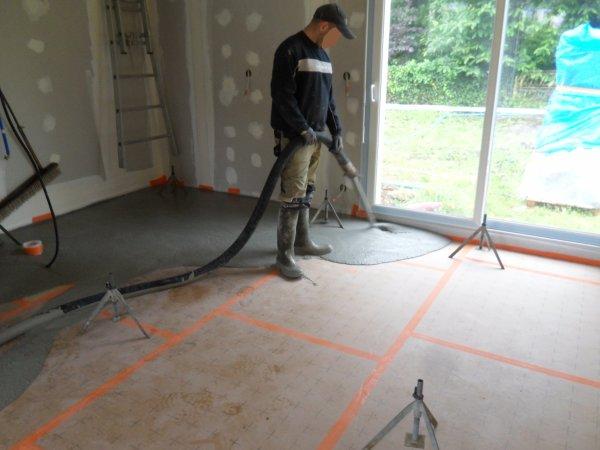 3 juillet 2012 la chape liquide le coulage notre maison mikit dans le morbihan. Black Bedroom Furniture Sets. Home Design Ideas