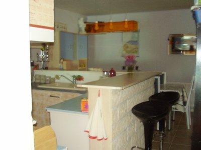 encore la cuisine avec le bar americain l 39 amour et l 39 amitie sont tres important pour moi. Black Bedroom Furniture Sets. Home Design Ideas