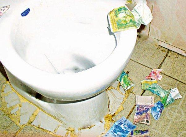 marcory   qui est ce brouteur qui a vomi de l u0026 39 argent dans les toilettes d u0026 39 un bar   des brouteurs