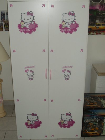 superbe armoire hello kitty 160 euro toute mes decorations. Black Bedroom Furniture Sets. Home Design Ideas