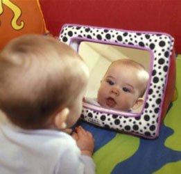 Placer b b devant un miroir un geste tout simple mais for Stade du miroir lacan