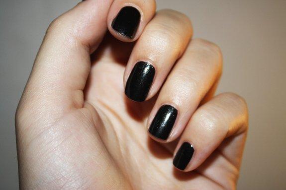 Revue 1 le vernis noir la mode se d mode le style jamais cc - Vernis a ongle noir ...