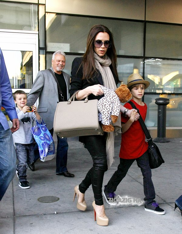 Victoria Beckham fait escale � New York apr�s le mariage princier