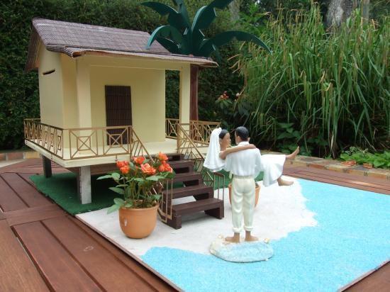 d coration exotique urne de mariage en forme de case cr ole vanille des les cr ations. Black Bedroom Furniture Sets. Home Design Ideas