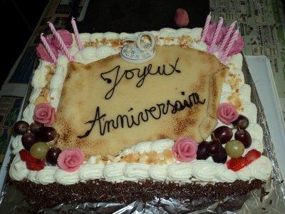 G teau d 39 anniversaire cr me fra che fruits massepain la - Decoration gateau avec creme chantilly ...