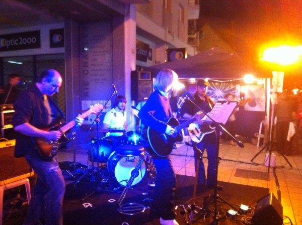 jean-claude Thevenin en concert le vendredi 11 juillet � 20h00, Bar le Celia 126,bd Gabriel P�ri 92 Malakoff m�tro plateau de vanve ligne 13, bus 126 ou 191 tel: 09.84.33.95.89, entr�e libre, bar, venez nombreux pour nous �couter de la pop/rock Fran�aise ! Merci !