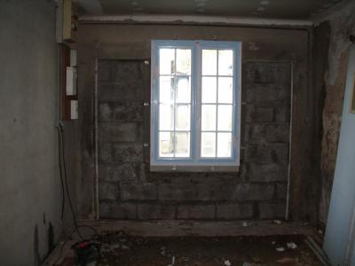 pose de la fen tre avec des tap es d 39 isolation en 120 notre p 39 tiote maison en vend e. Black Bedroom Furniture Sets. Home Design Ideas