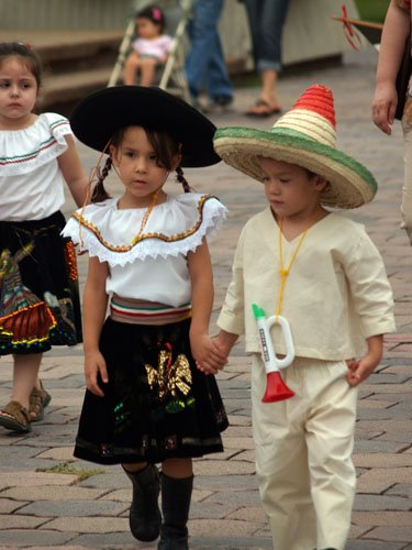 Mexican Fashion Designs | Mexican Traditional Clothing ...