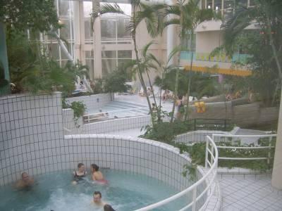 Vielsalm sunpark piscine subtropicale les pieds for Piscine sunpark