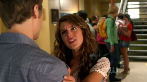 1x02 (The Jet Set) : Annie & Ethan