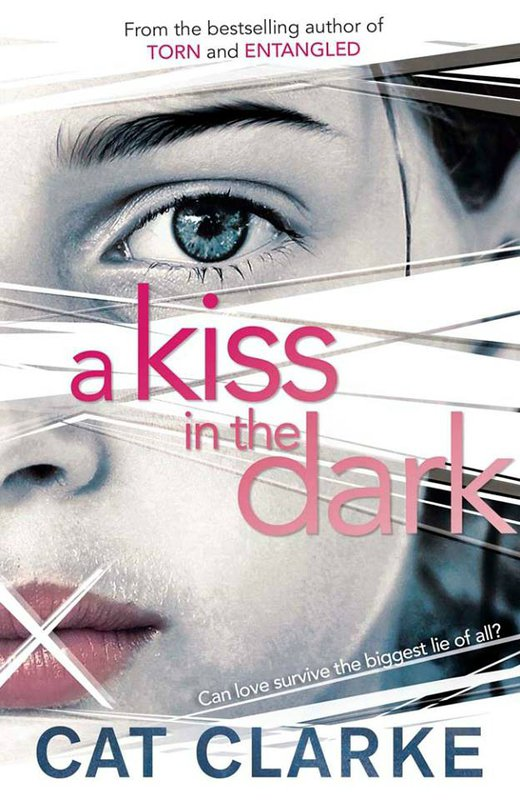 Présentation : A KISS IN THE DARK de Cat Clarke