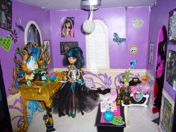 Maison monster high chambre creation de meuble pour monster high - Accessoire monster high pour chambre ...