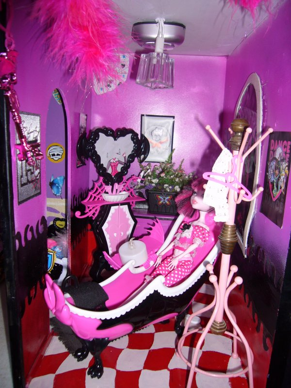 maison monster high salle de bain creation de meuble pour monster high. Black Bedroom Furniture Sets. Home Design Ideas