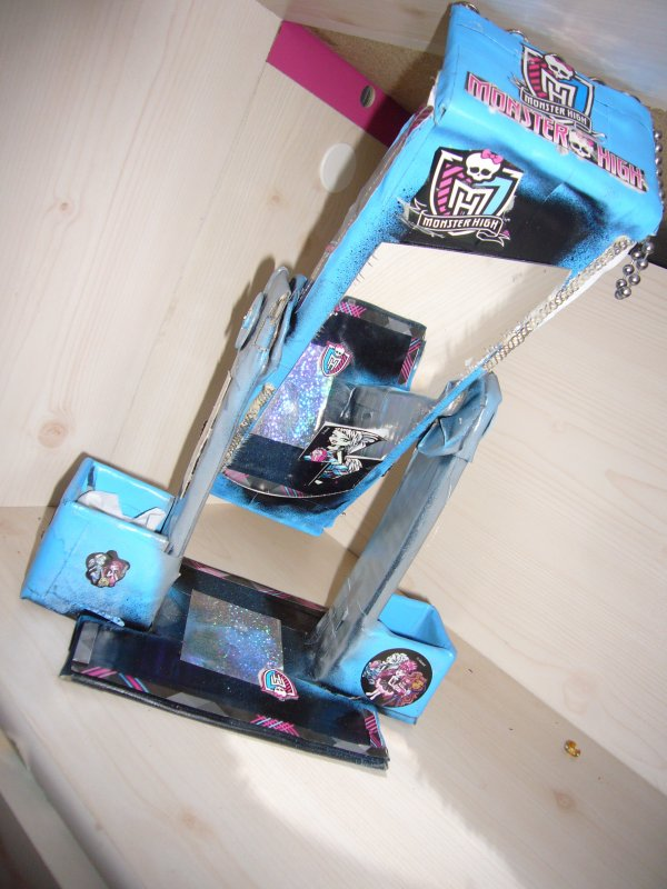 lit de frankie stein creation de meuble pour monster high. Black Bedroom Furniture Sets. Home Design Ideas