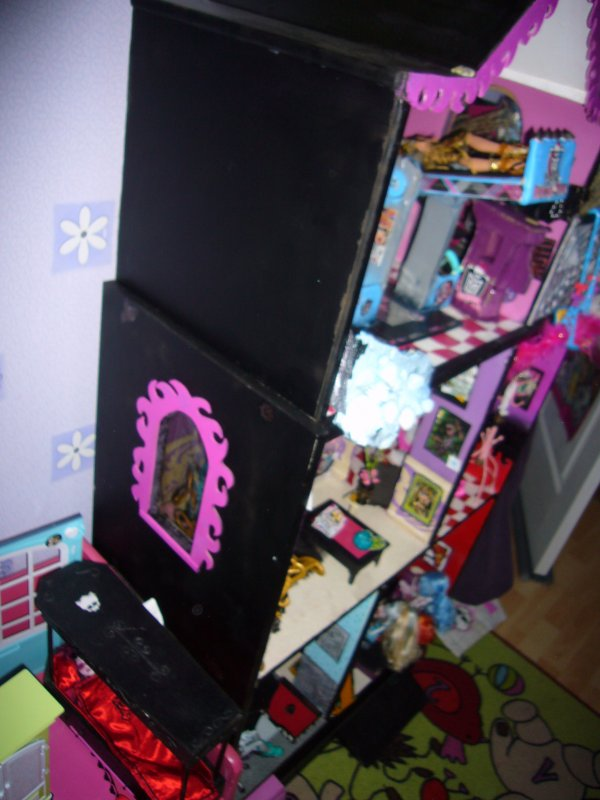 maison monster high vue de droite creation de meuble pour monster high. Black Bedroom Furniture Sets. Home Design Ideas