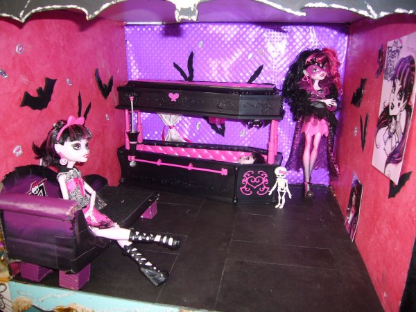 room box draculaura creation de meuble pour monster high. Black Bedroom Furniture Sets. Home Design Ideas