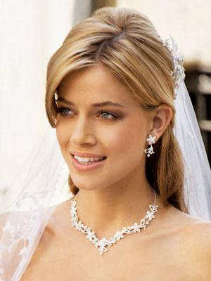 Coiffure mariage cheveux blonds attach s avec m ches organisatrice mariages - Meche blond dore ...