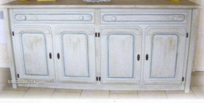 Un meuble rechampi bleu la renovation de meubles sans le for Peinture meuble sans decapage